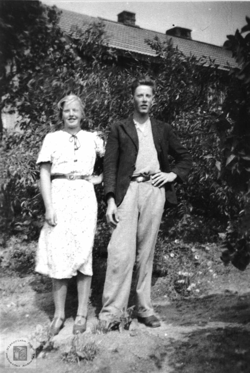 Søster og bror. Åsta Dønnestad, f. Tisland og Sverre Tisland.