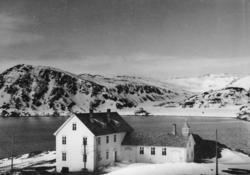 Bildet viser Internatskolen på Skjånes. Det ble bygget som s