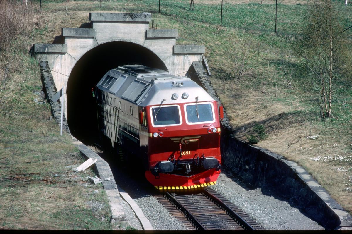 Prøvekjøring av nytt dieselelektrisk lokomotiv, NSB Di 4 651 med asynkronmotorer på Stavne - Leangenbanen i Trondheim. Effekt av elektrisk motstandsbrems ble testet.
