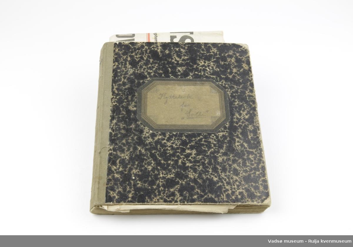 Notatbok med gulspettet omslag. Rygg av tekstil. Linjerte sider. Fremst i boka ligger en del av avisa Verdens gang, datert 11. September 1945 (1. årgang).