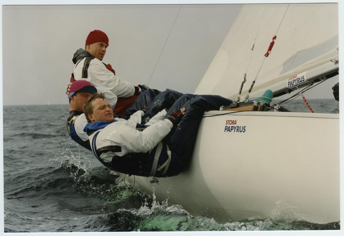 Övrigt: Soling. Deltagare i träningsläger för seglingslandslaget i Limhamn utanför Malmö, i  Malmö Segelsällskap anläggning, i april 1993