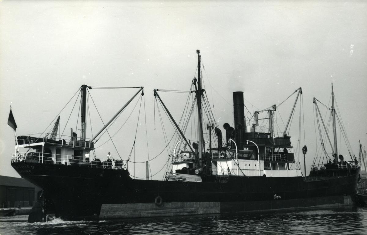 Ägare:/1951-58/: L.F. Mathies & Co. Hemort: Hamburg.