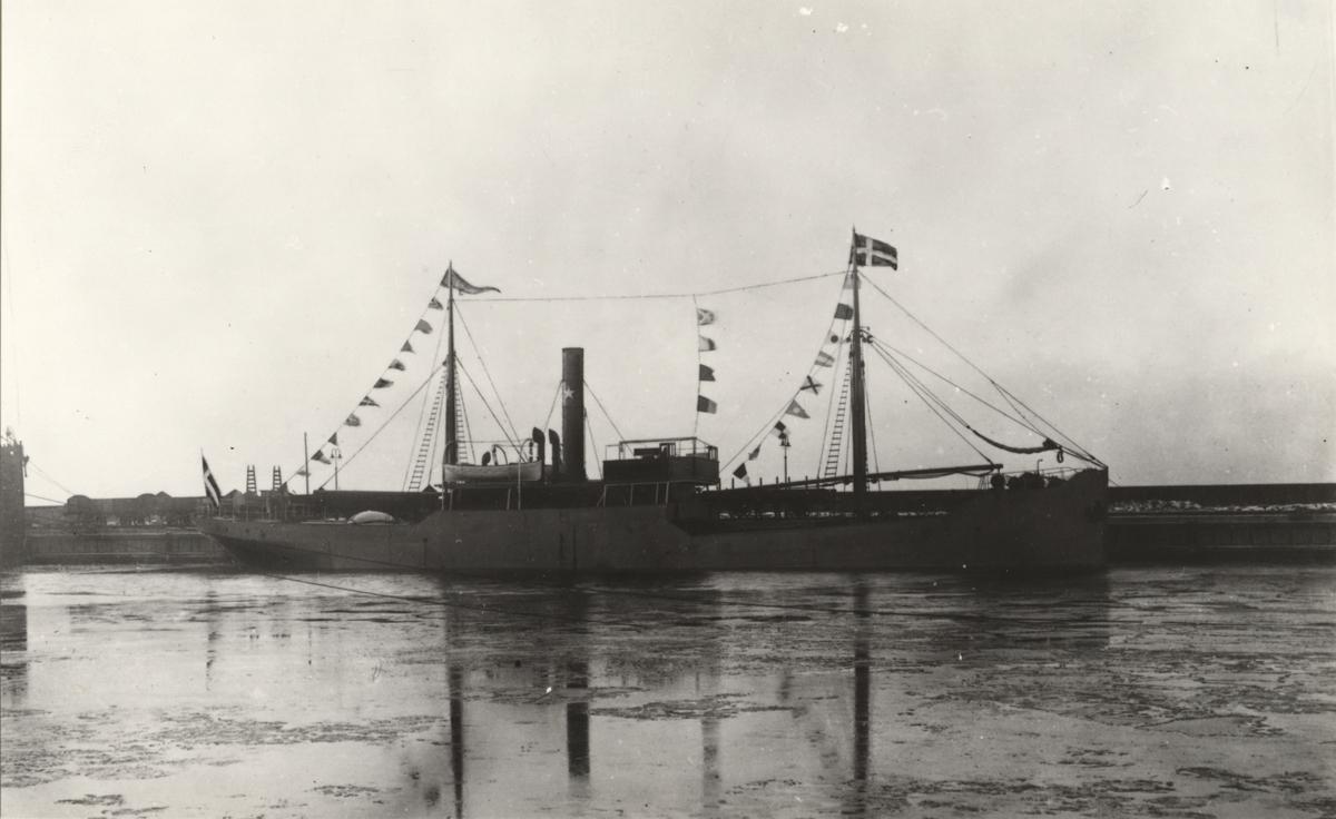 Lastångfartyget RURIK av Stockholm i Helsingborgs hamn.