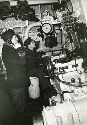 I maskinrummet på jagaren Visby, juli 1944.