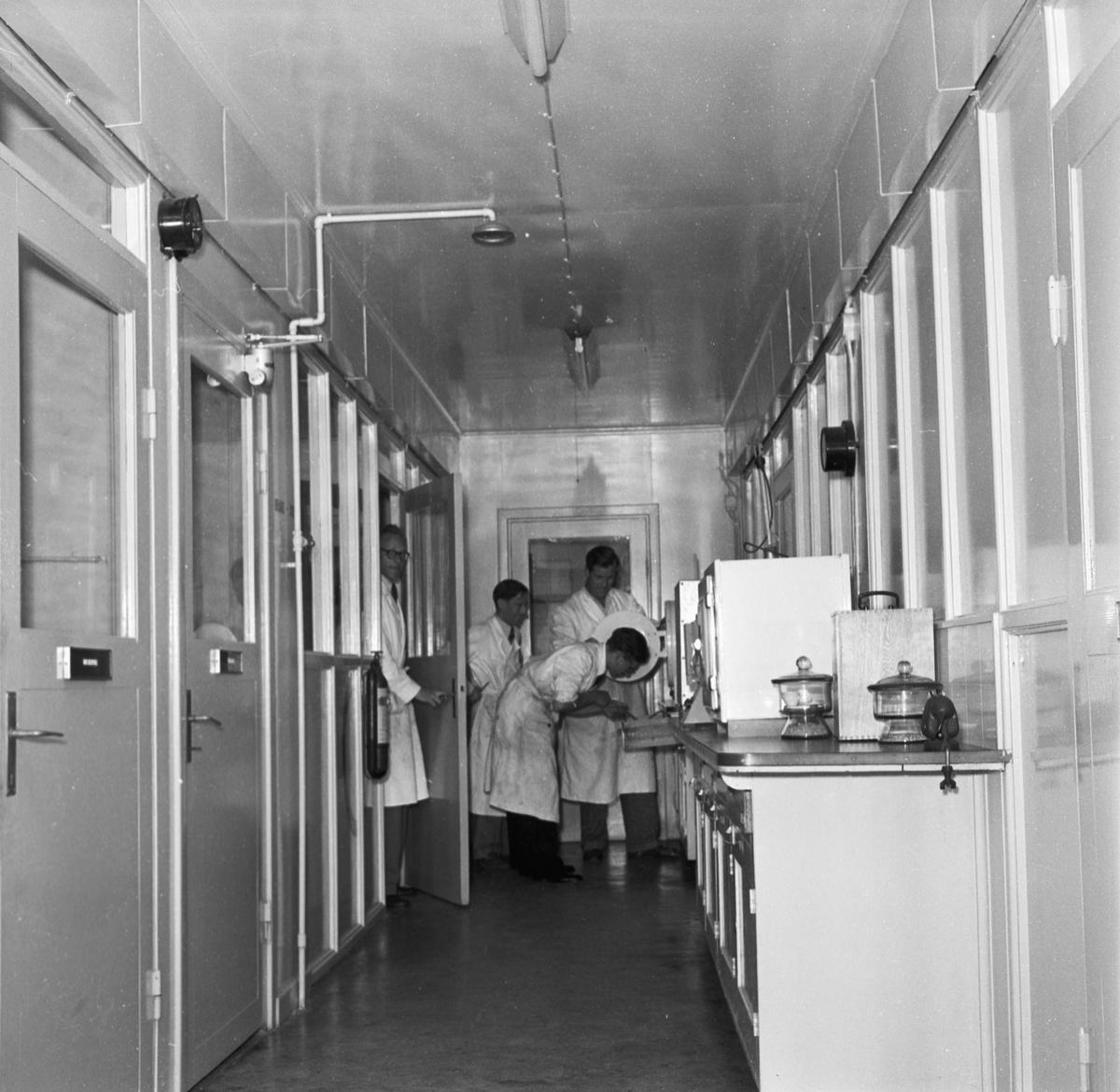 Övrigt: Foto datum: 1/9 1959 Verkstäder och personal. Lab personal
