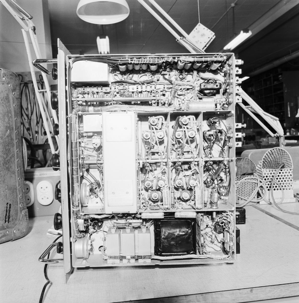 Övrigt: Foto datum: 29/6 1966 Byggnader och kranar Radiosändare. Närmast identisk bild: V36593, ej skannad