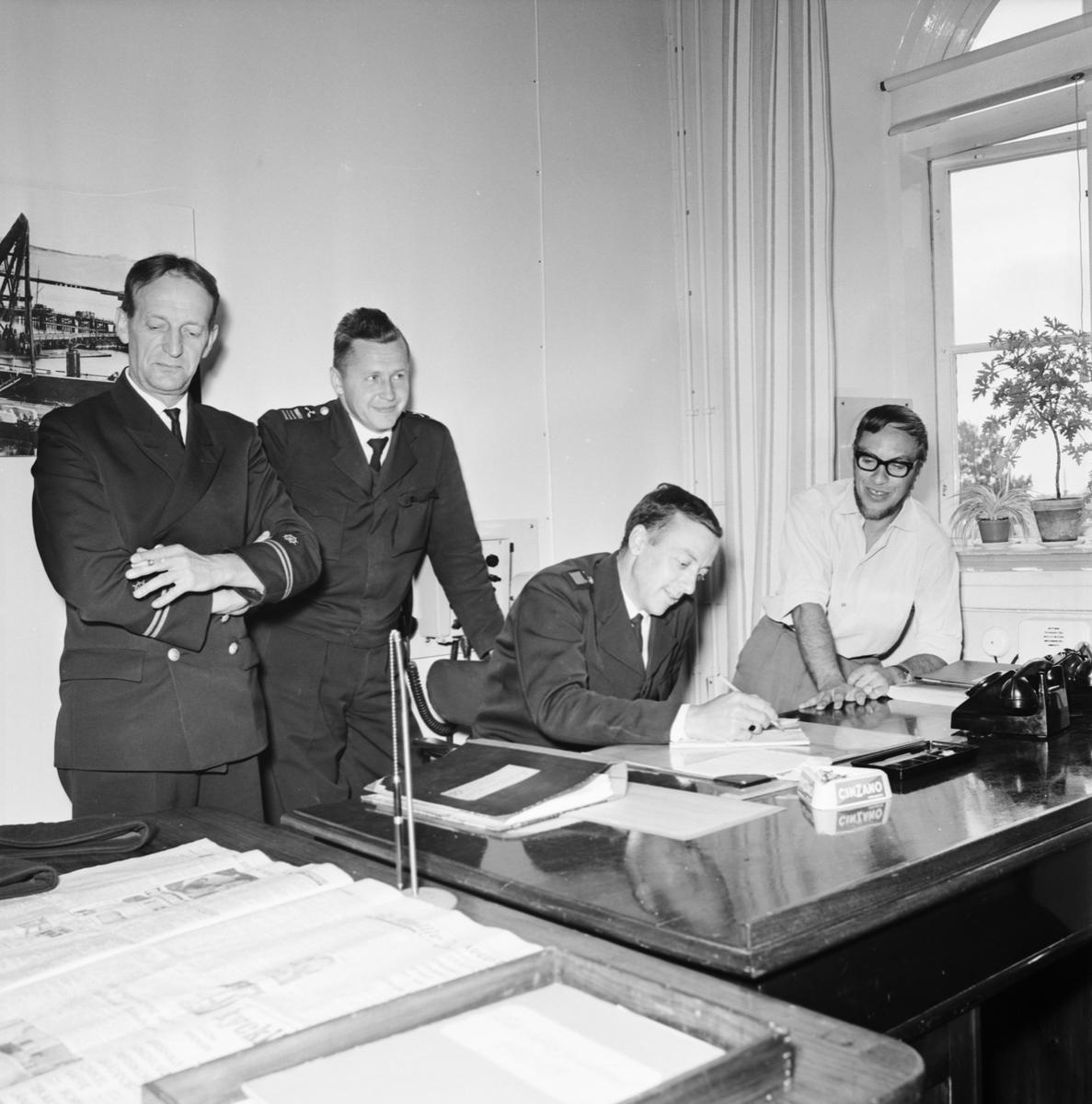 Övrigt: Foto datum: 9/8 1966 Byggnader och kranar Teleinstallationer på sjöreserven. Närmast identisk bild: V36650, ej skannad