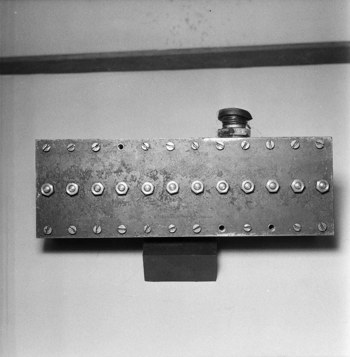 Övrigt: Foto datum: 23/10 1955 Byggnader och kranar Ramgengomgångar för elkablar