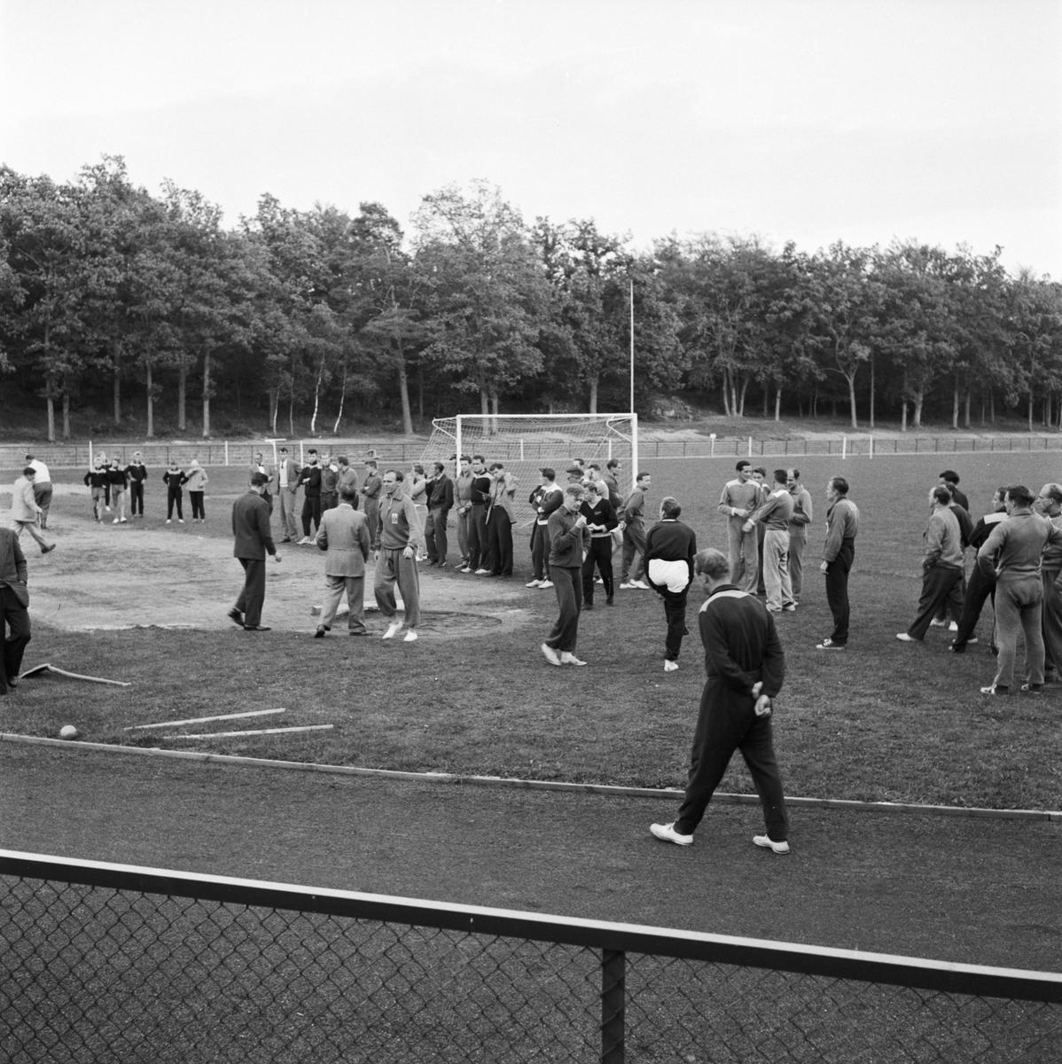 Övrigt: Foto datum: 16/8 1956 Byggnader och kranar Idrottsbilder