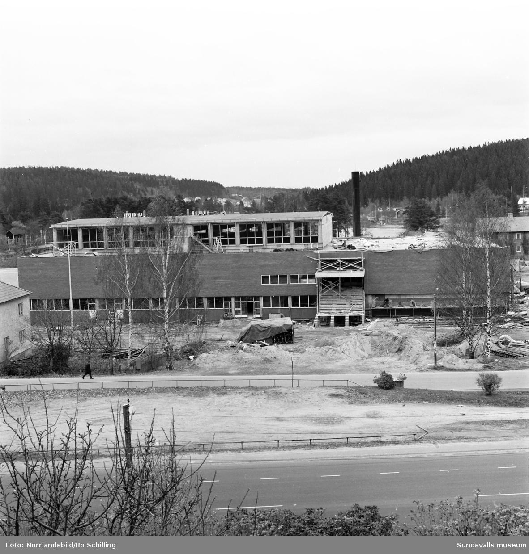 Exteriörbilder från simhallsbygget i Kvissleby.
