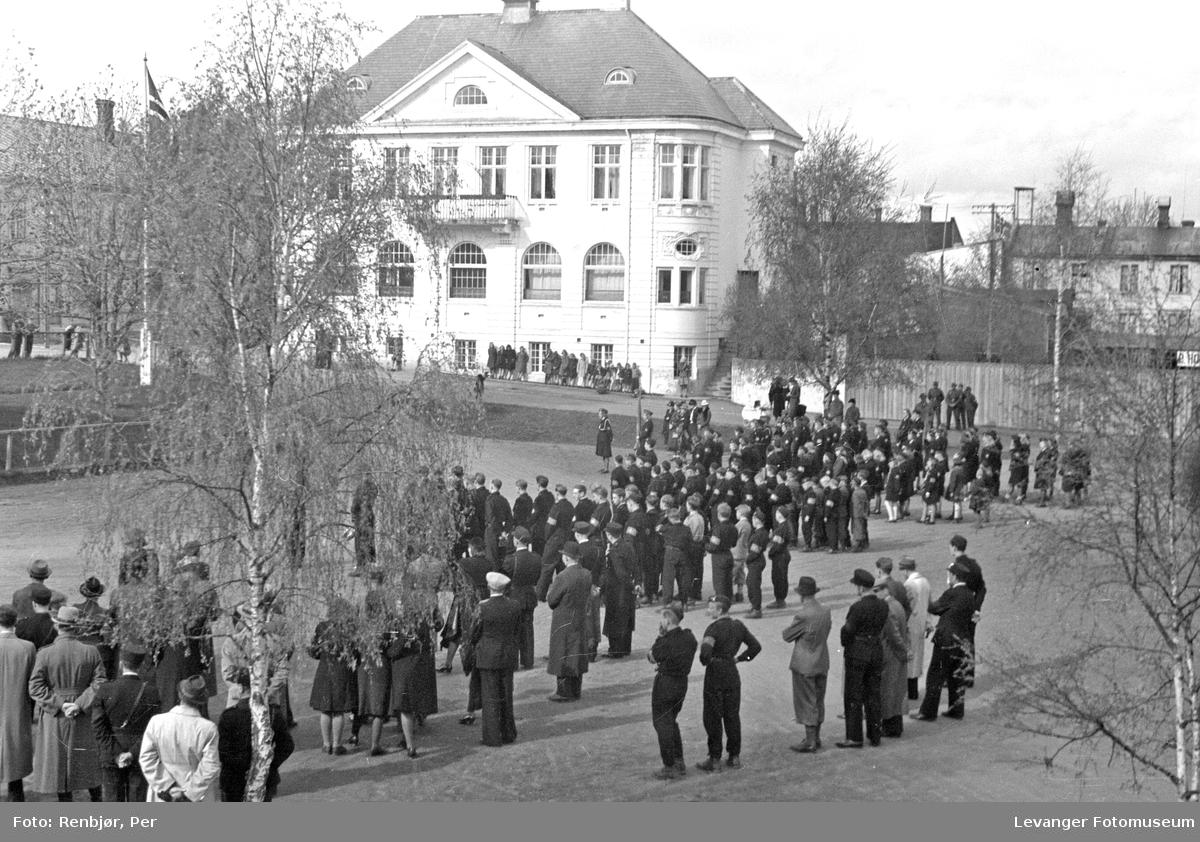 Nasjonal samling, hirden samlet på torget i Levanger.