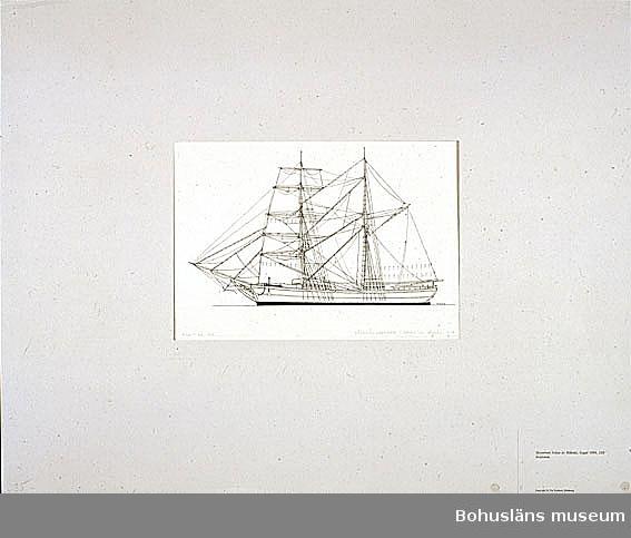 Montering/ram: Passepartout av tunn grå kartong; 55 x 66 cm, Skonerten Johan av Håknäs, byggd 1884. 220 bruttoton. Övrig historik se UM72.26.001.