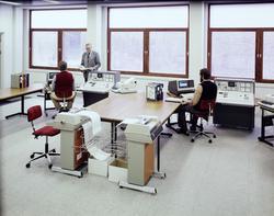 kontor, interiør, datamaskiner, menn