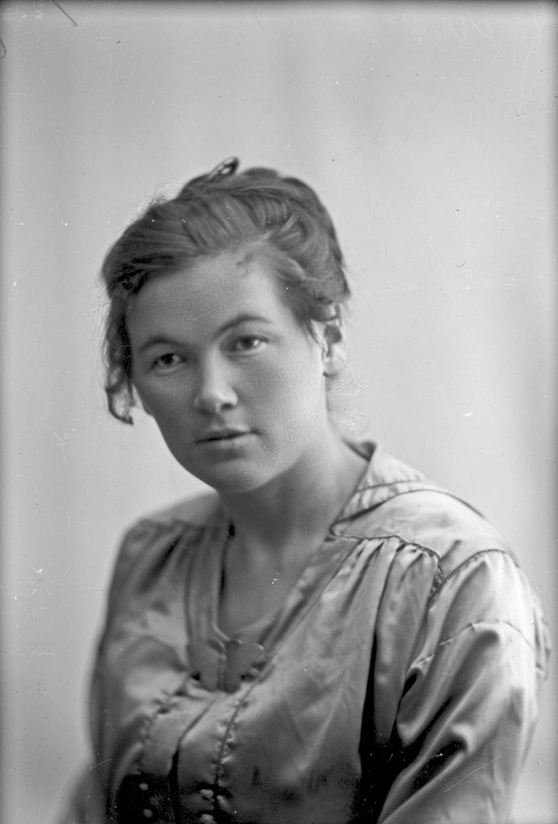 Portrett av Olga Andreassen.