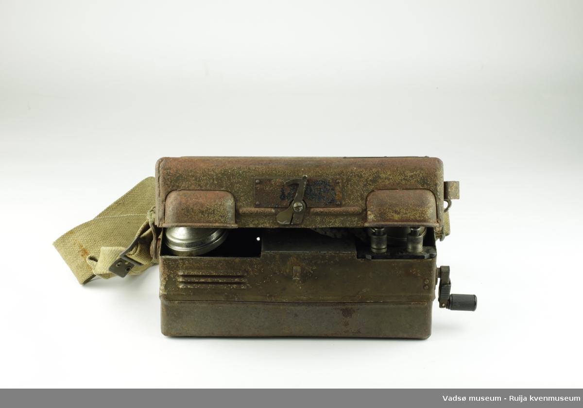 Bærbar telefon. Brukt av av tyske okkupasjonsstyrker under andre verdenskrig.