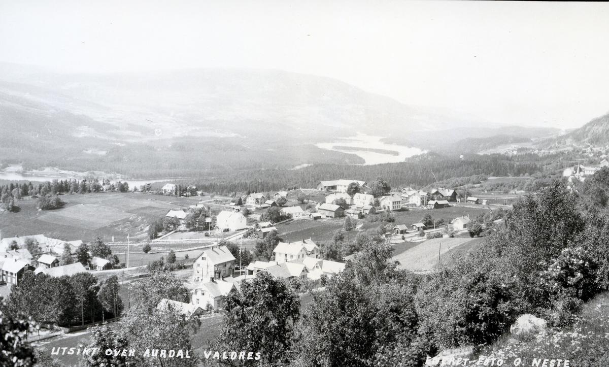 Oversiktsbilde over Aurdalsbyen, med Fydenlund skysstasjon helt til venstre