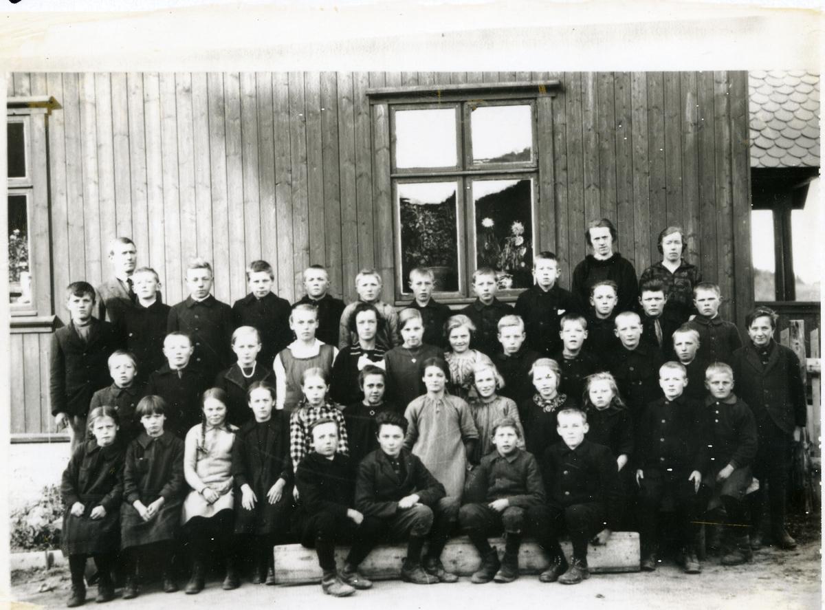 Elevar og lærarar ved Skautvål skule