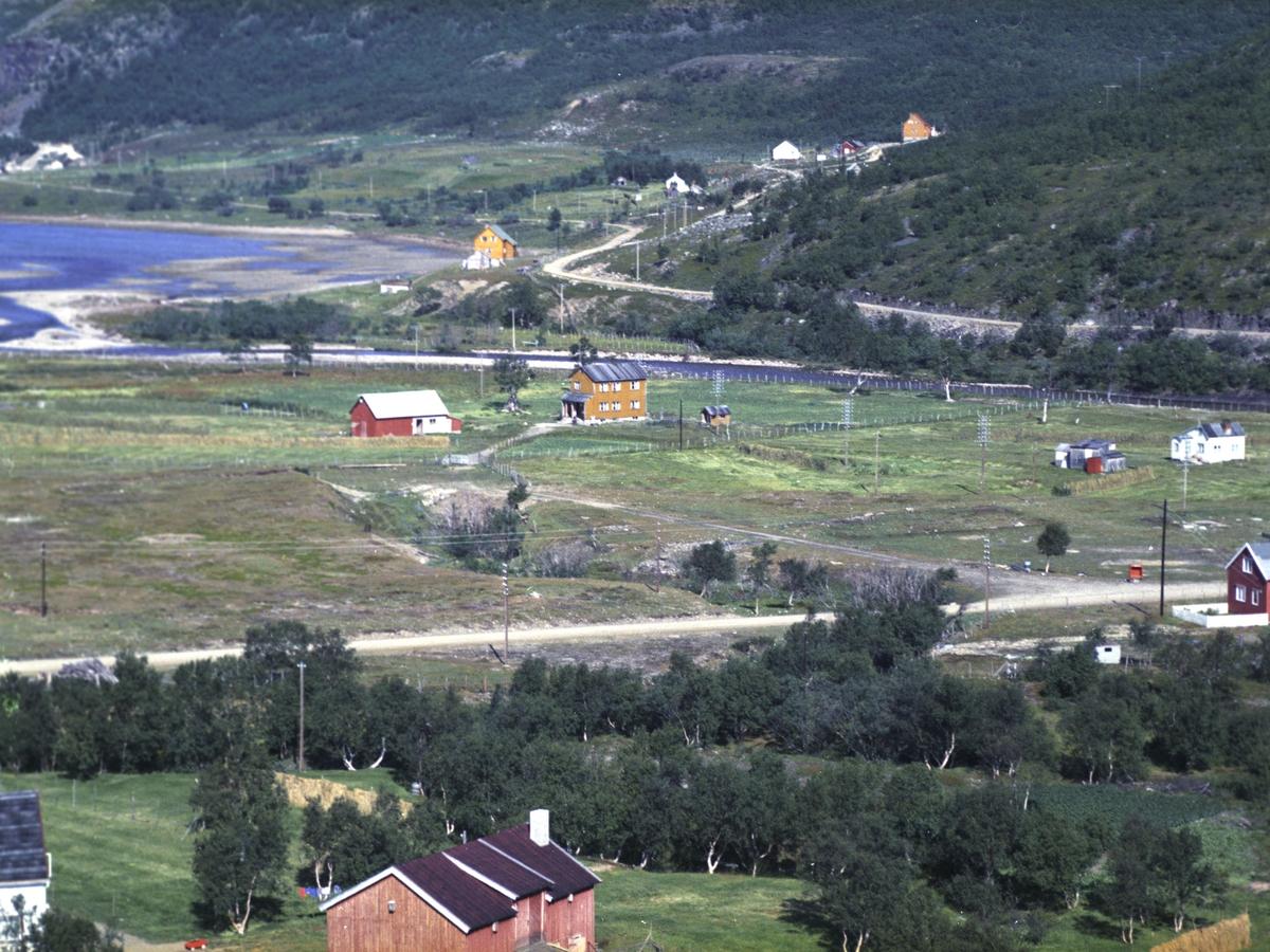 Flyfoto fra Kunes. Negativ nr. 122660. Kunde var Ågåt Karlsen Laksefjord.    Fargekopi finnes i arkivet.