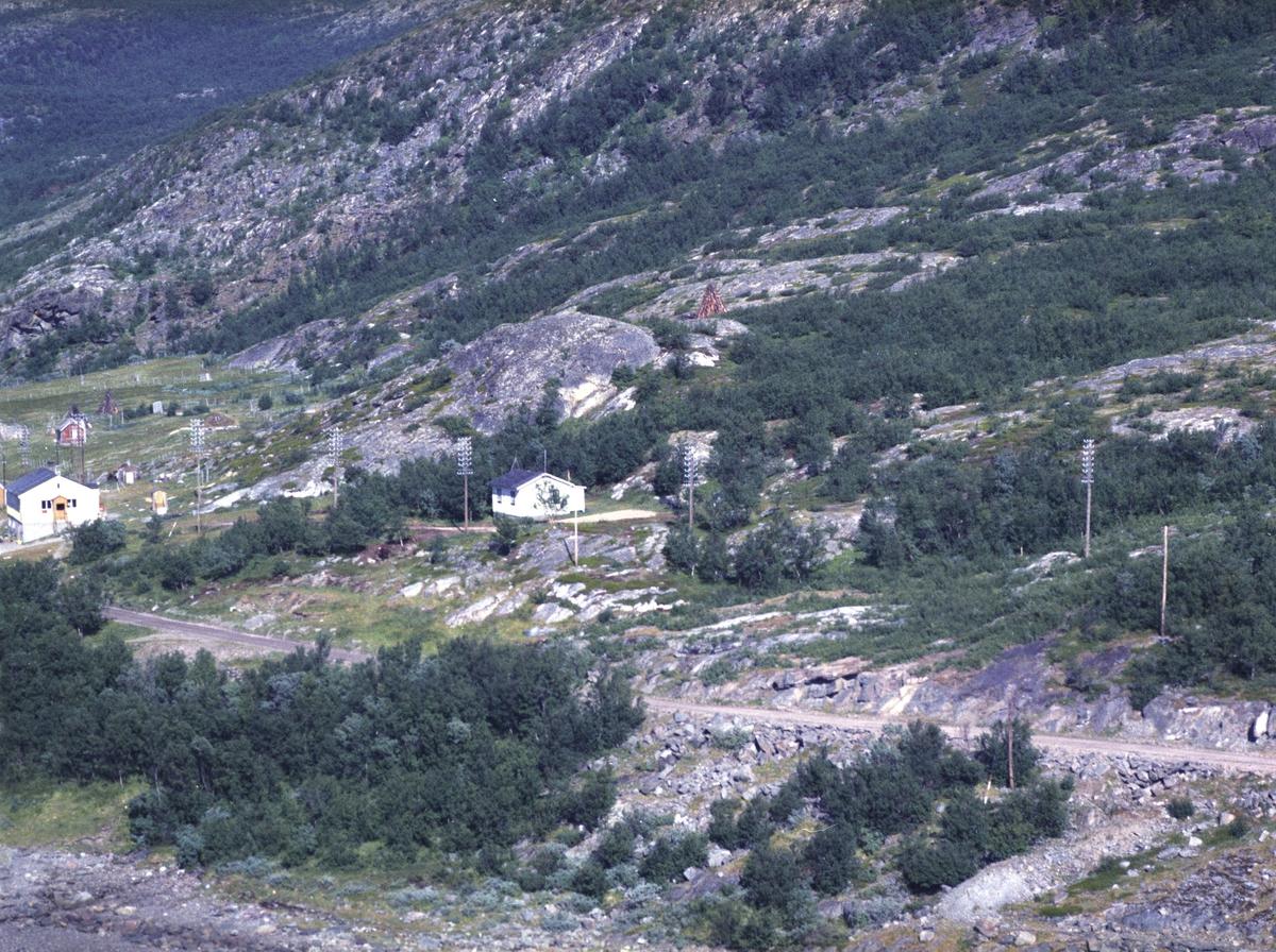 Flyfoto fra Lebesby. Negativ nr. 122688. Fra tettstedet Ifjord.