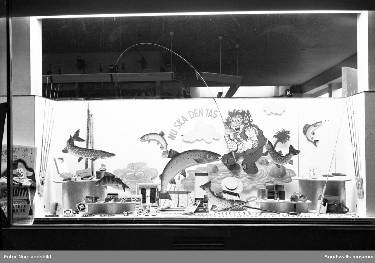 Lindgrens järnhandel, skyltfönster med fiskeutrustning.