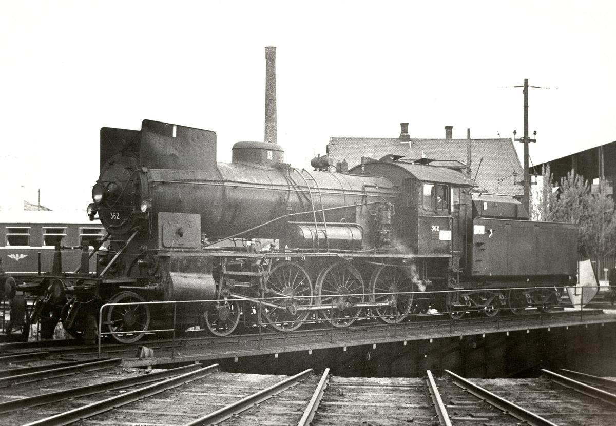 Damplok 30b nr. 362 på svingskiven på Hamar.