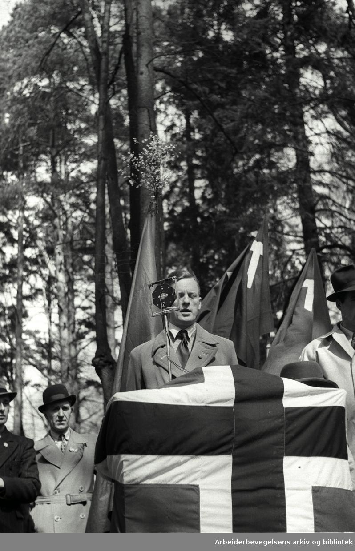 1. mai 1947, August Schau taler i Skøyenlunden på Skøyenåsen.