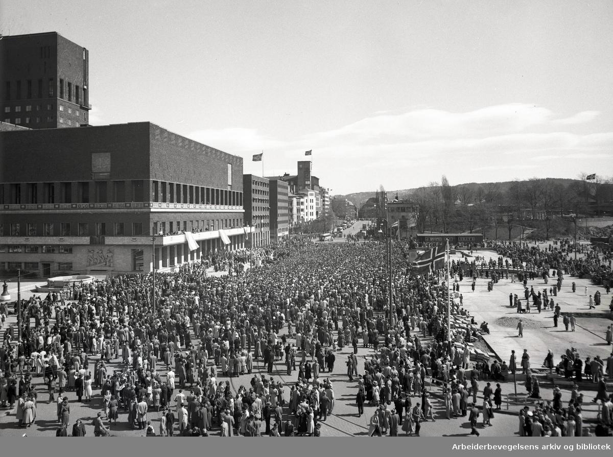 1. mai 1949, Rådhusplassen.