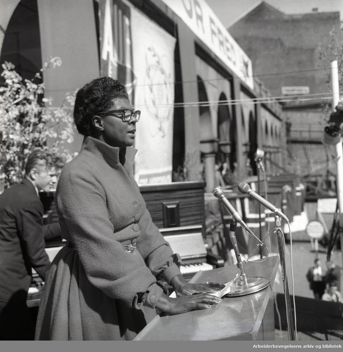 1. mai 1960, Ruth Reese taler på Youngstorget.