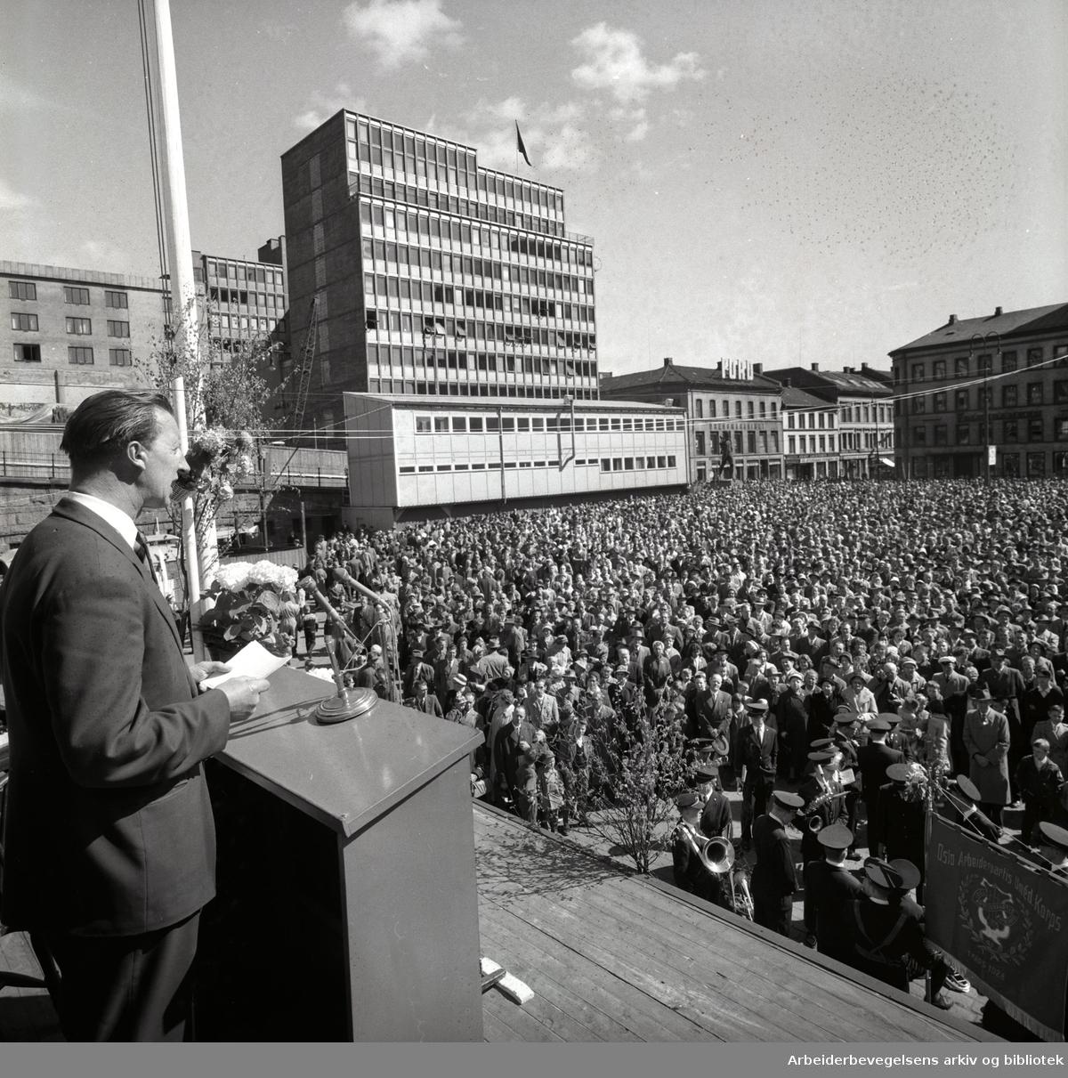 1. mai 1960, Tor Aspengren taler på Youngstorget.