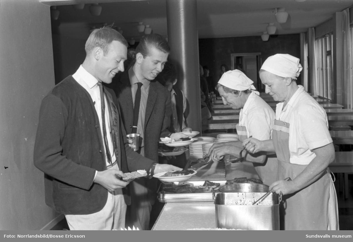 Bespisningen på Södermalms skola utspisar flera skolor.