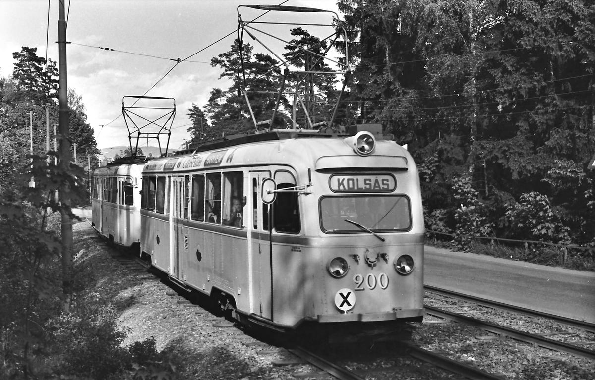 Oslo Sporveier, Lilleakerbanen. Gullfisker, B-tog  200 og 197 på vei mot Kolsås.