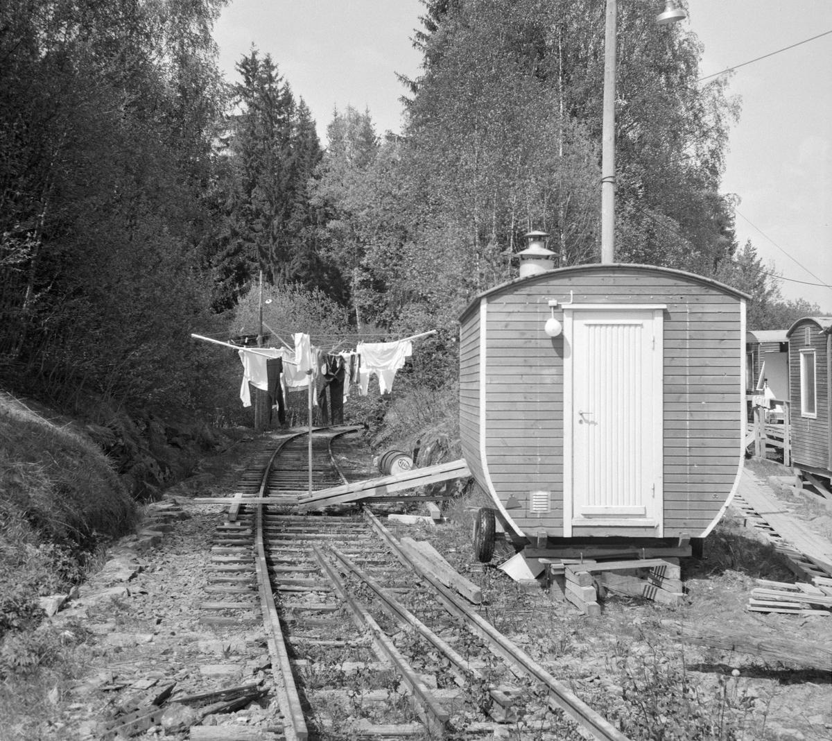 Ved innkjøringen til Solbergfoss stasjon på den nedlagte Solbergfossbanen.