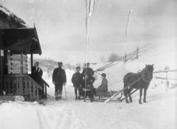 """Påsketur. På ski fra Kirkenes til """"Tårnet"""" 1913. Bildet er s"""