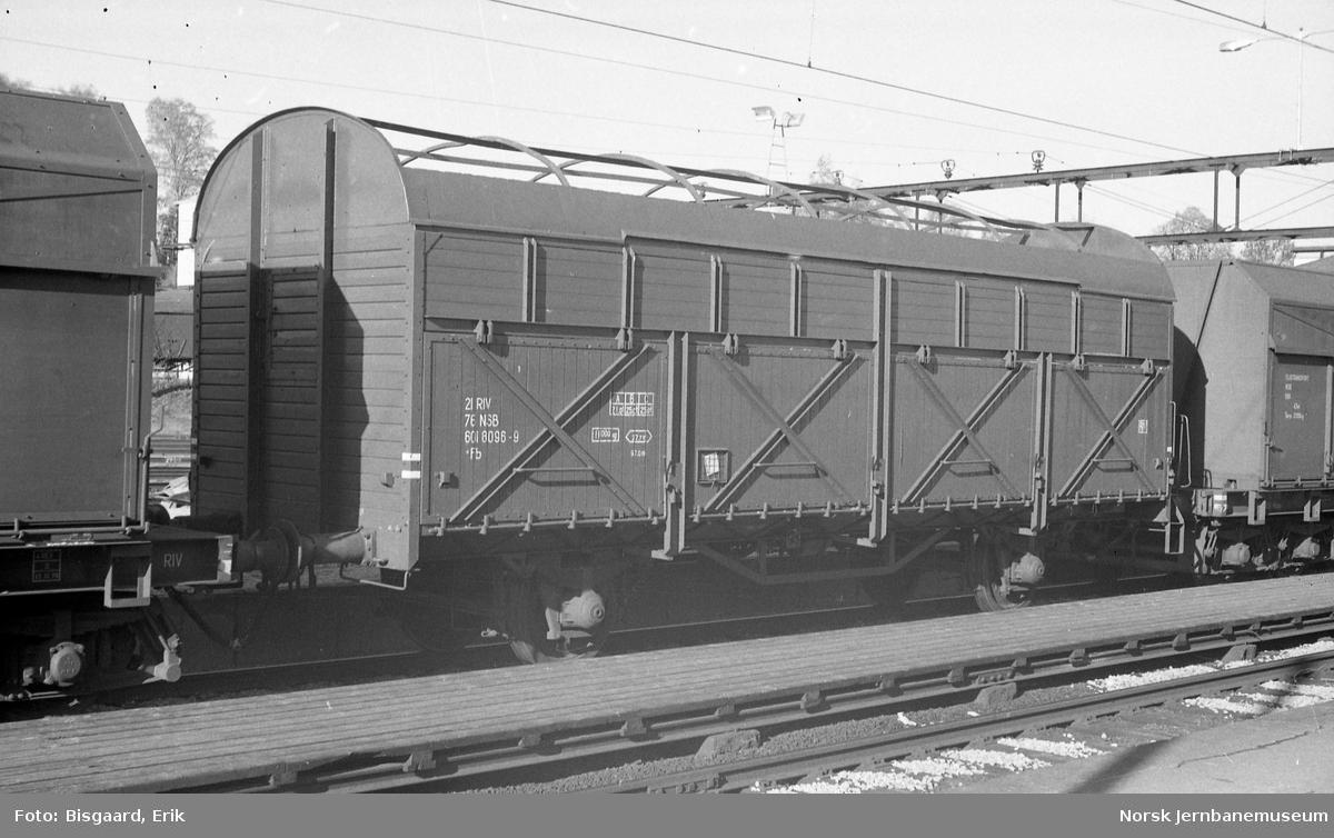 Flisvogn litra Fb nr. 601 8096 på Ski stasjon