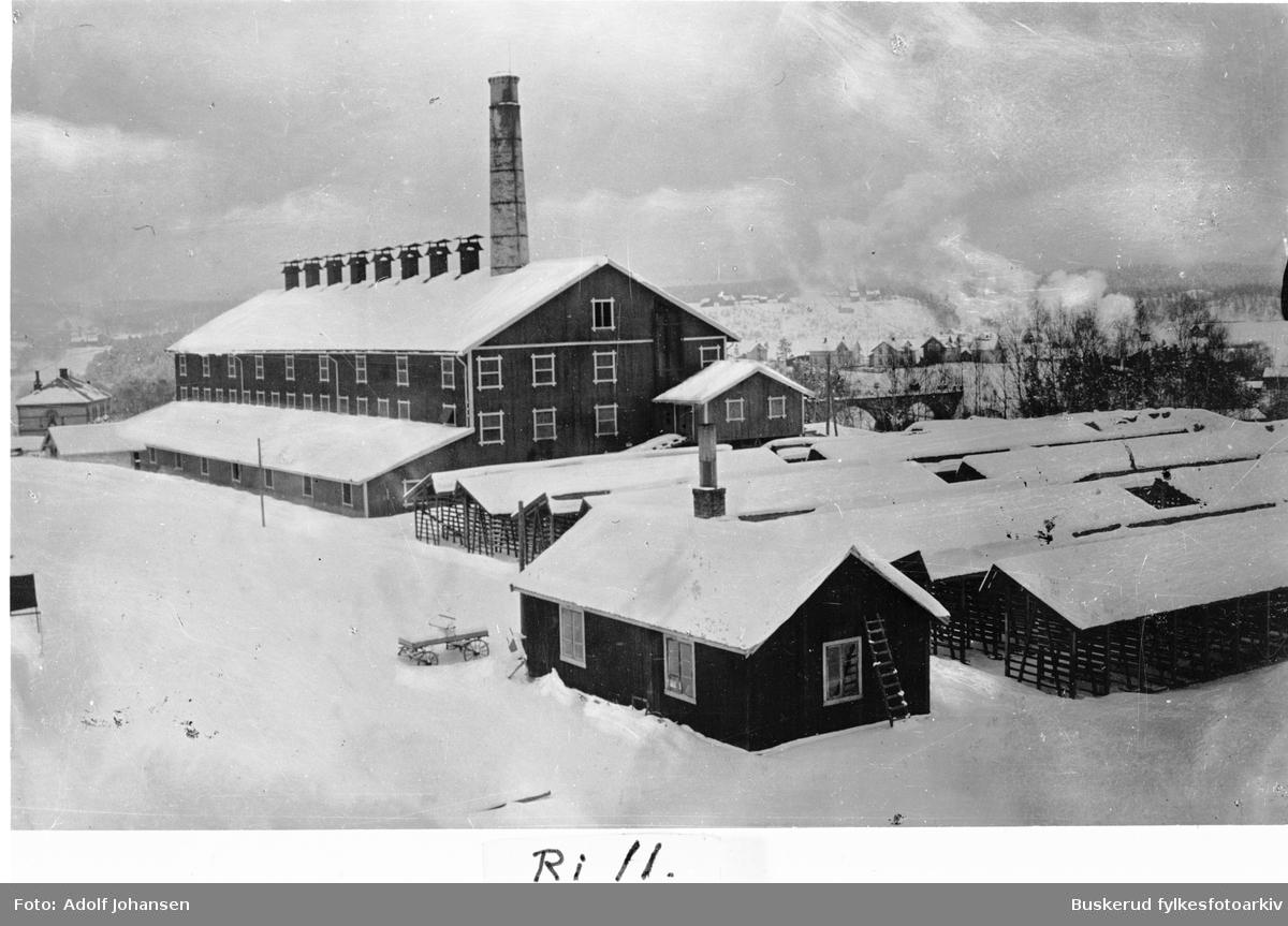 Hønefoss teglverk Teglverket ble anlagt i Riperbakken i 1868, etter at NSB ekspropierte grunnen der den opprinnelig lå, på Grand hotels grunn