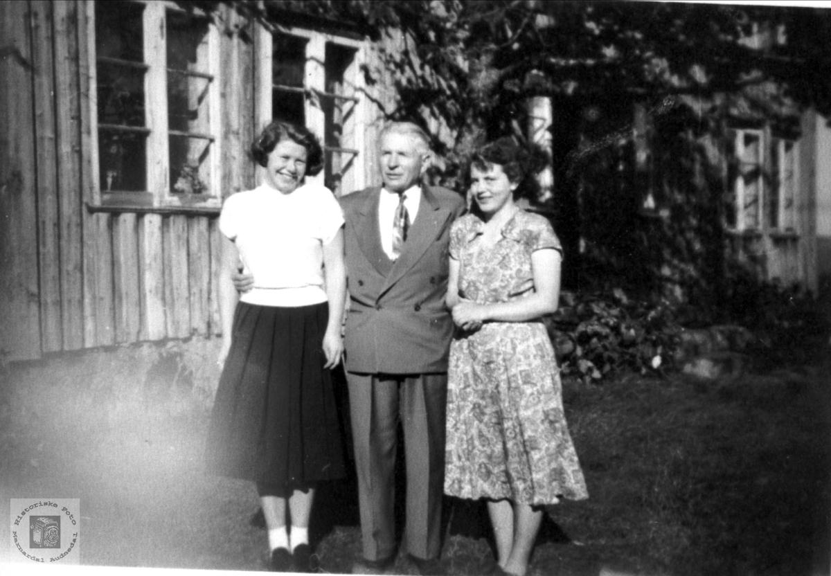 Portrett Lina Strisland, John Oliver Rydland og Solveig Strisland