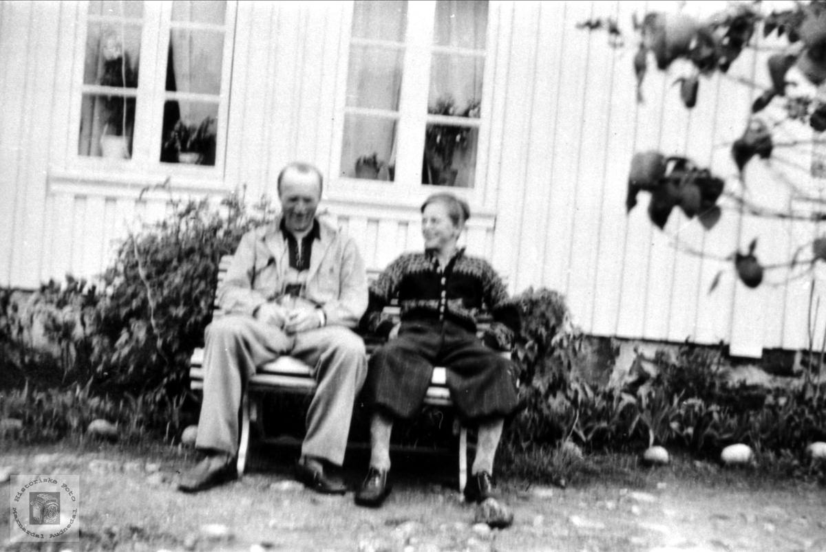 Ånen og Trygve Moland i hagen