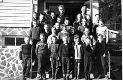 Skoleelever og lærere Bjelland skule 1955/60