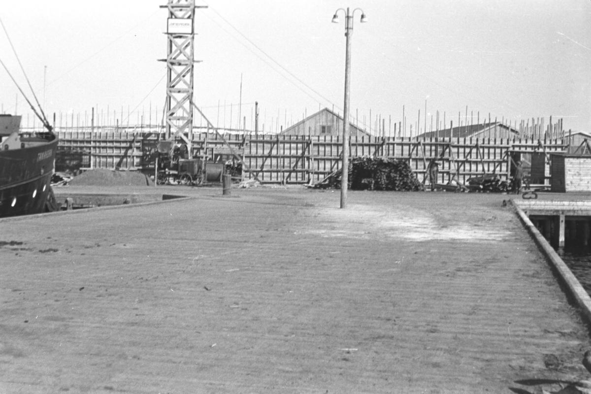 Bygging av dampskipskaia og lagerbygg i Vadsø.