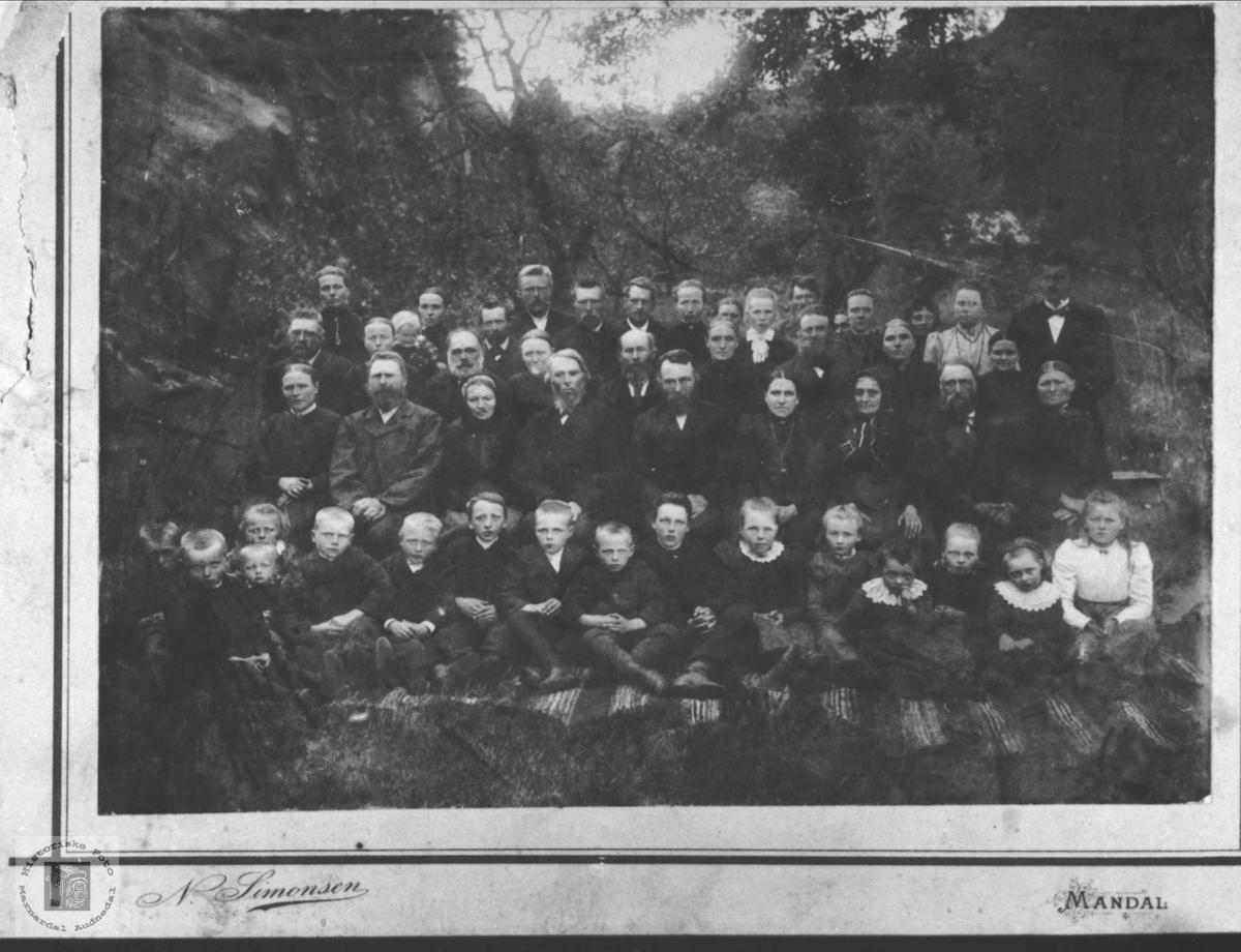 Gruppebilde fra Skjævesland eller Usland