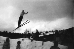Skihopp i Tislandsbakken. Knut N. Skuland.