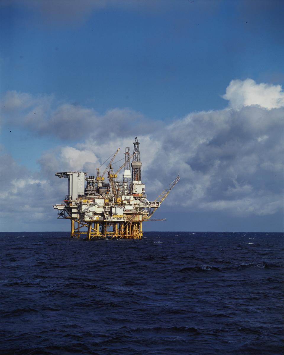 Foto av oljeplatformen Eldfisk...Group no. 53-50-01-00 Picture no. 290609..Eldfisk oljeplatform.Ekofisk feltet - operatør Phillips.blokk 2/4 B Nordsjøen
