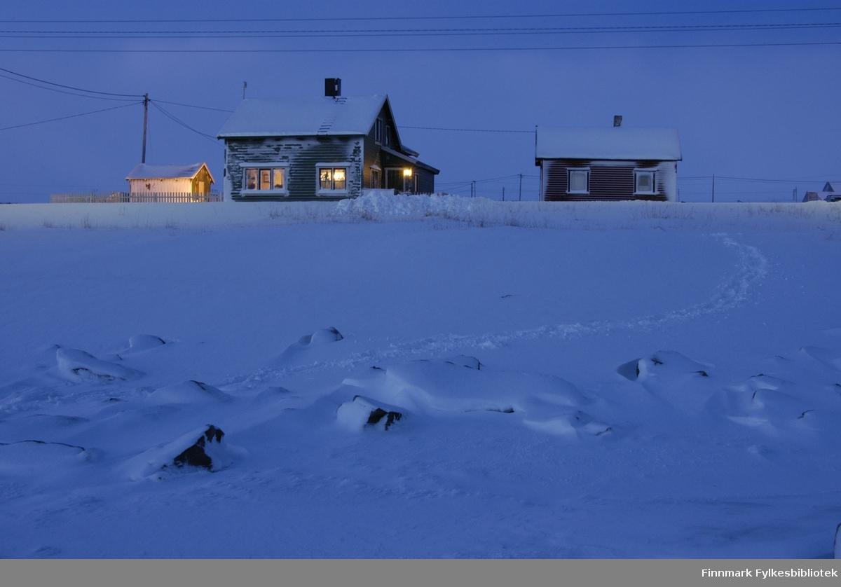 Mørketid i ei lite bygda Golnes i Nord-Varanger. Bildet er tatt i begynnelsen av januar 2009.