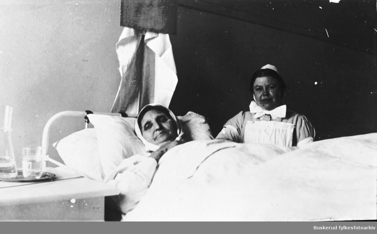 Gunhild Uggen f. Tanberg på dødsleie 1921-1922