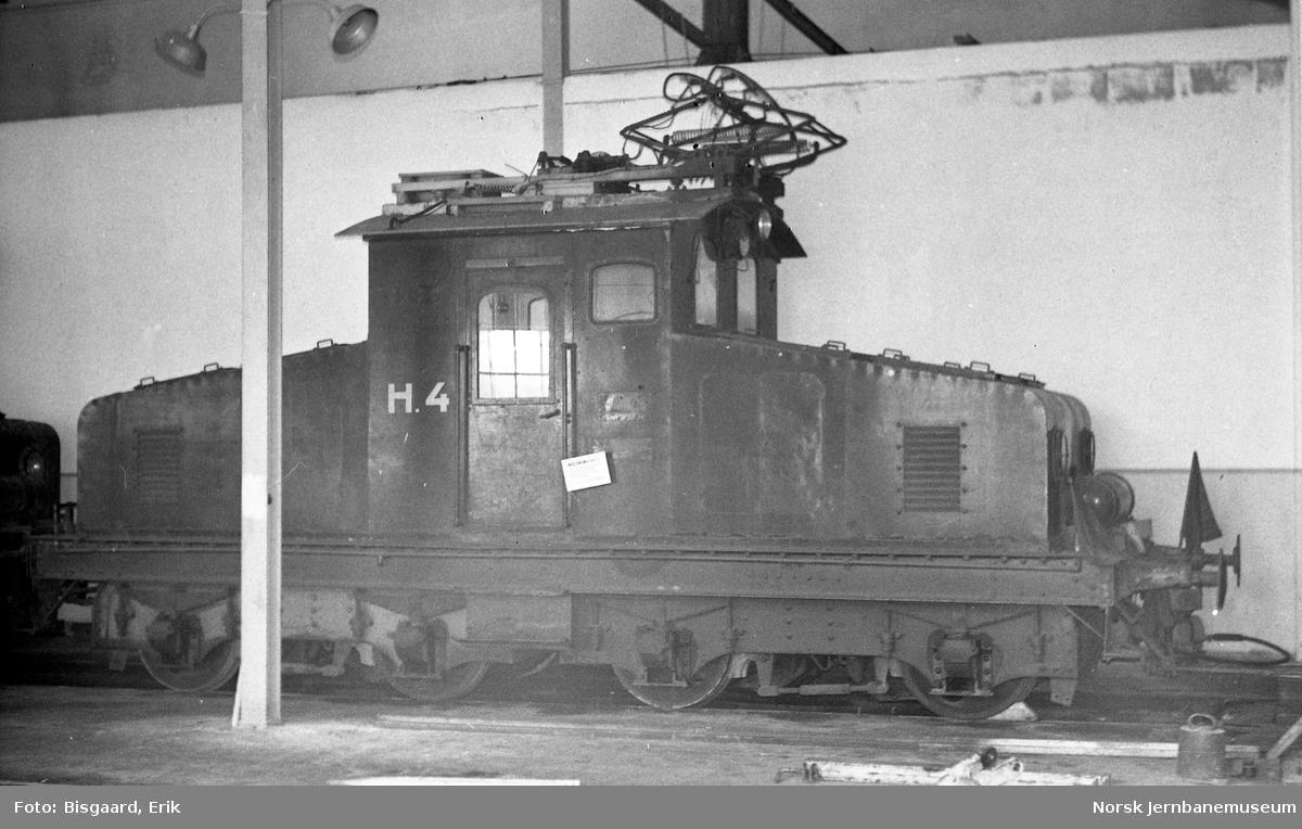 Hafslunds elektriske lokomotiv H4 i lokomotivstallen på  Ski stasjon, etter NJKs overtakelse