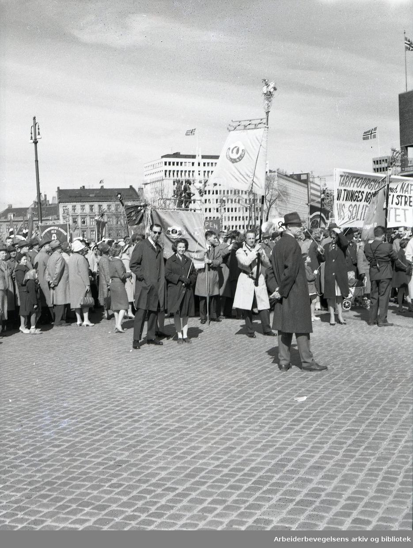 1. mai 1962 i Oslo. Rådhusplassen..