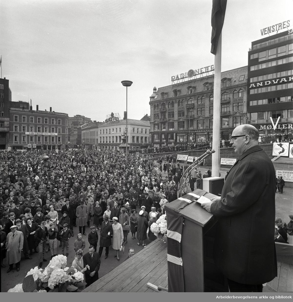 1. mai 1966 i Oslo.Karl Trasti taler
