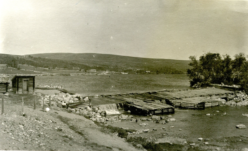 Historisk fotografi av Hittersjødammen