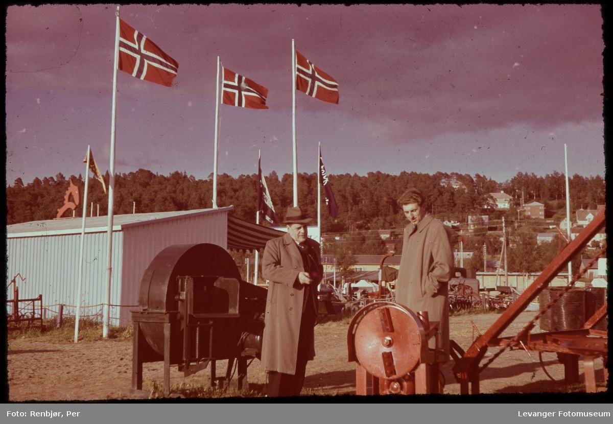 Harald renbjør og Torbjørn Malmo på  landsbruksutstilling.