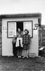 """Kiosken """"Skogshornbua"""" ved Jordheimstølane i Hemsedal i 1961"""